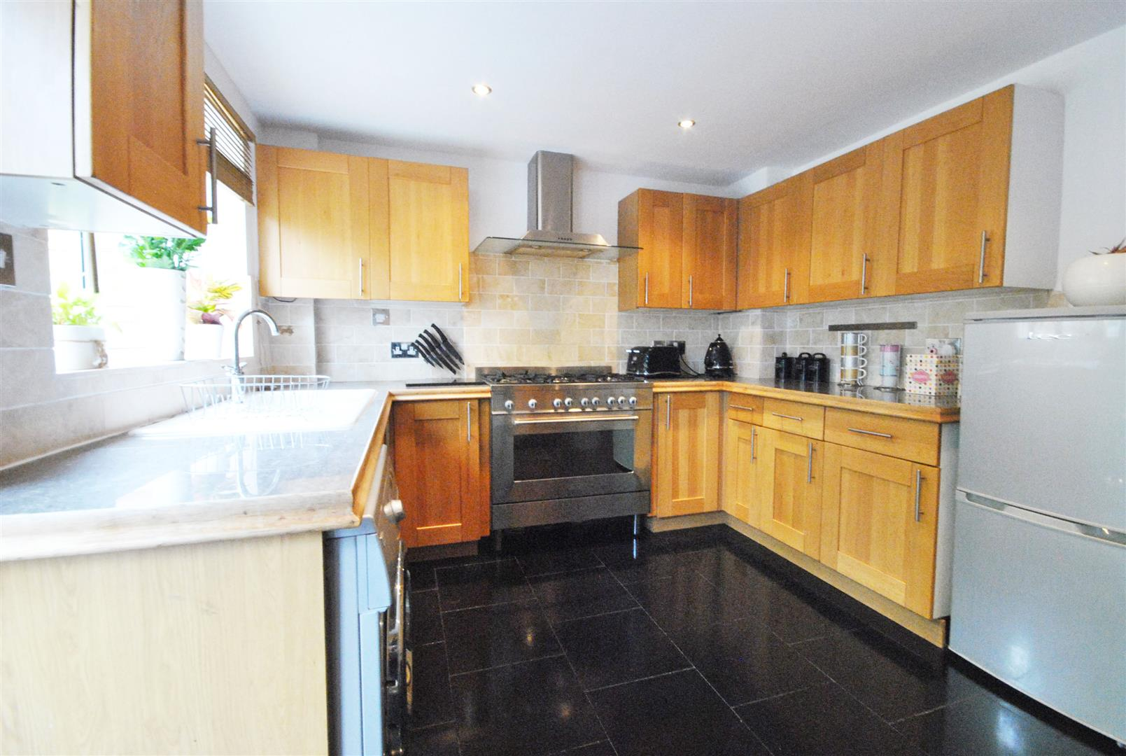 2 Bedrooms, House - Terraced